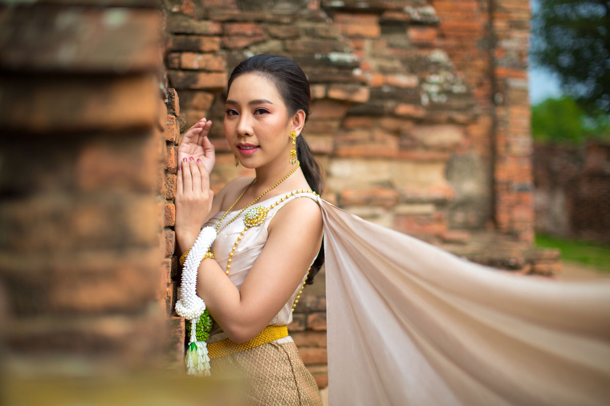 beautiful thai woman old traditional costume